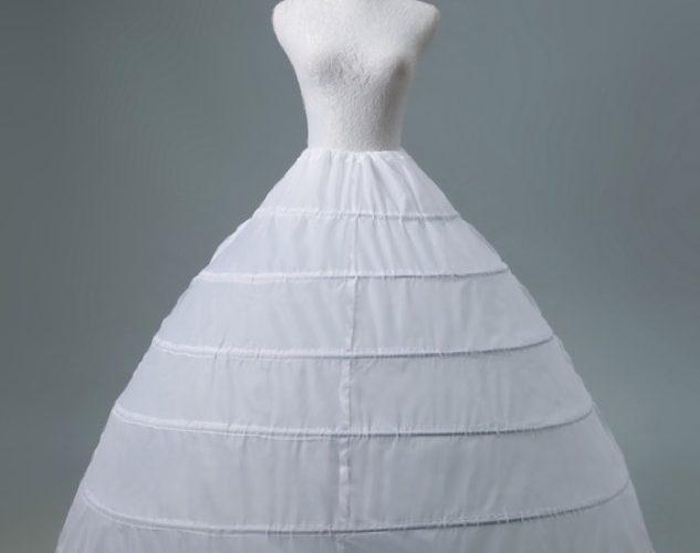 營造蓬蓬裙效果 裙撐少不了