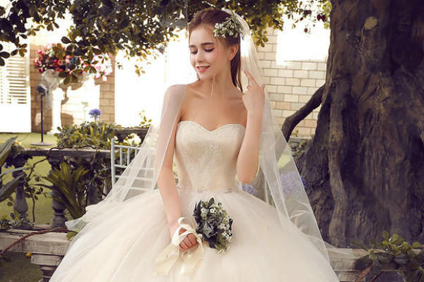 抹胸婚紗禮服適合什麼樣的新娘