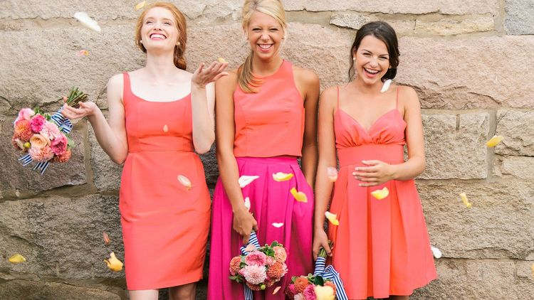 最潮姊妹團要靠它!入手Pantone 2019年度色「珊瑚橘」姊妹裙