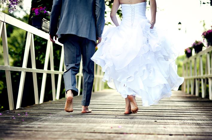 【抗疫期婚禮不延期】戴新娘專用口罩及派口罩讓婚禮更溫馨甜蜜